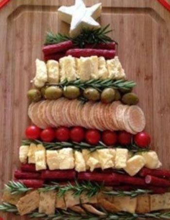 Оригинальное и красивое украшение новогодних блюд