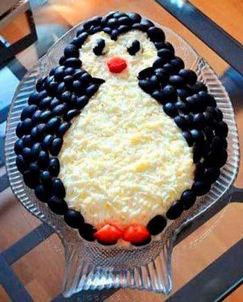 как украсить еду на новый год - салат пингвин