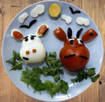 Украшение блюд новогоднего стола на Новый год 2021 - бык и корова