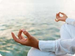 Женская медитация Са Та На Ма на животе